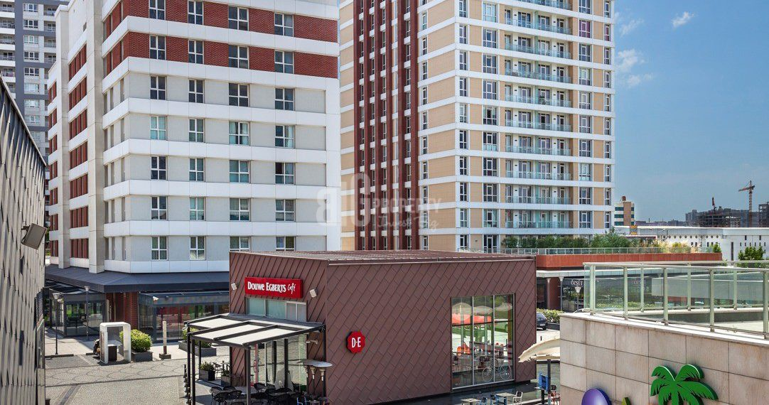 Family house has shopping mall for sale in İstanbul Güneşli