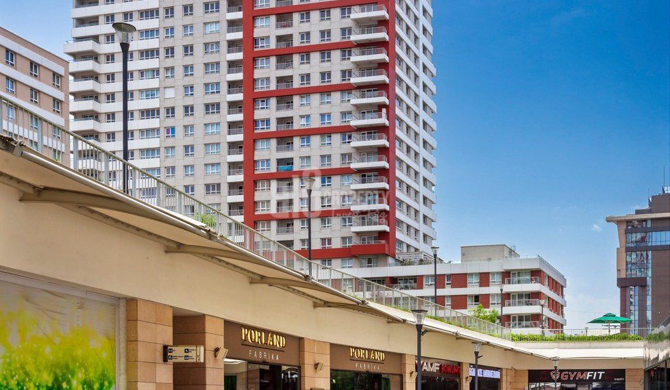 Family property has shopping mall for sale in istanbul küçükçekmece
