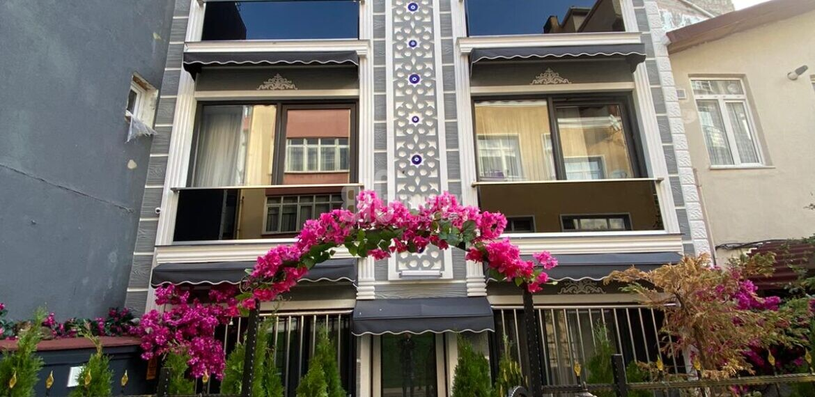 Commercial whole building for sale in Besiktas İstanbul