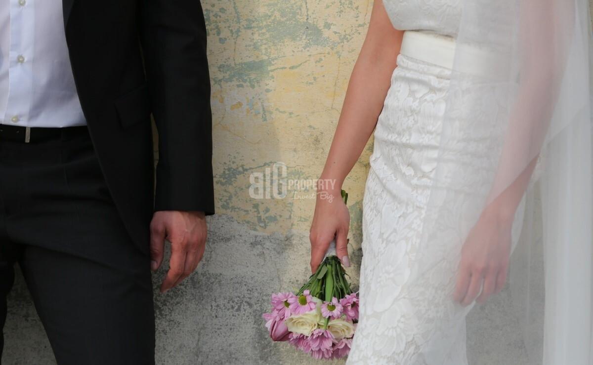 The bride and groom dress is distinctive in weddings